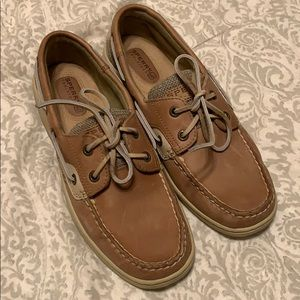 Great pair of Sperrys in wonderful condition.